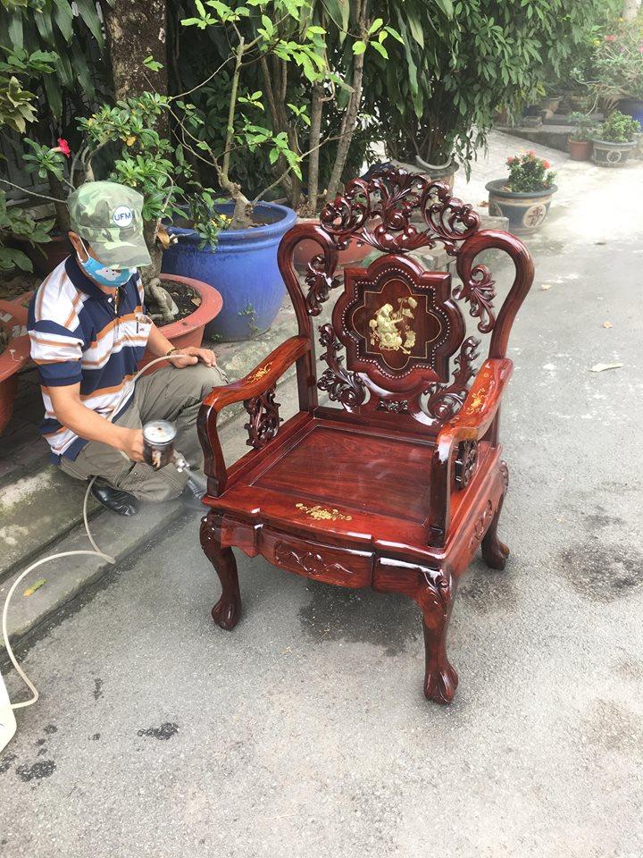 sơn bàn ghế cũ giá rẻ tại nhà tphcm, sơn pu - đánh vecni bàn ghế cũ tại tphcm, sơn đồ gỗ tại tphcm