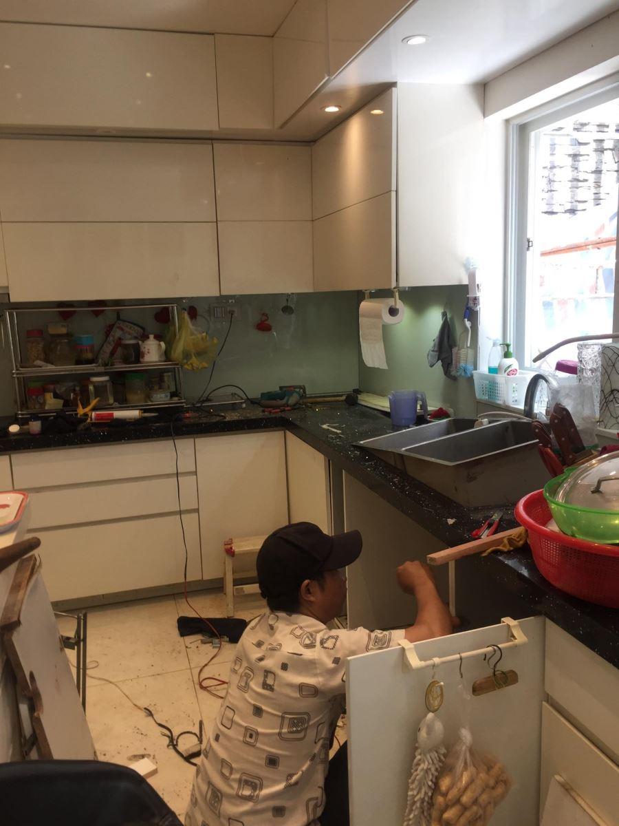 sửa tủ bếp giá rẻ tại tphcm